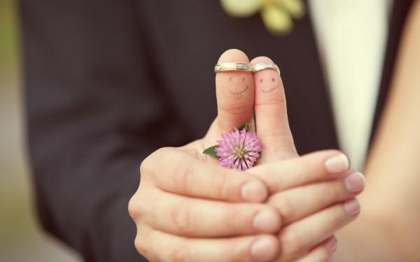 彼の女友達への嫉妬をなくして彼と幸せになる7つの方法