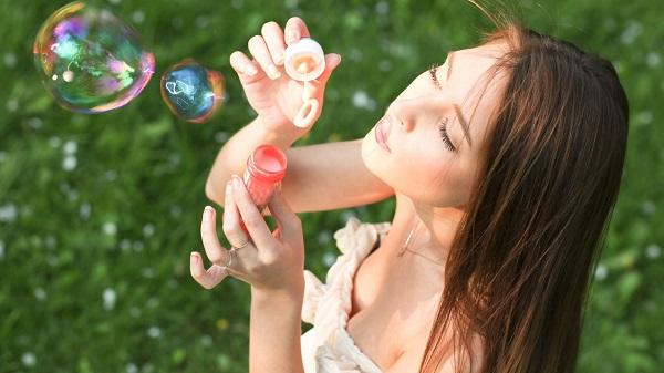 美白化粧品の効果を120%アップするミラクルメイク術